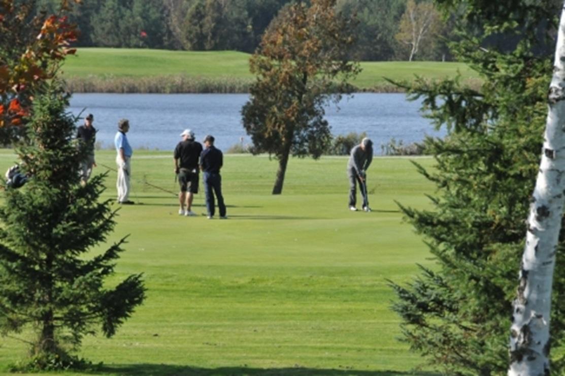Fou du golf forfaits automne vacances et activit s for Golf du bic forfait